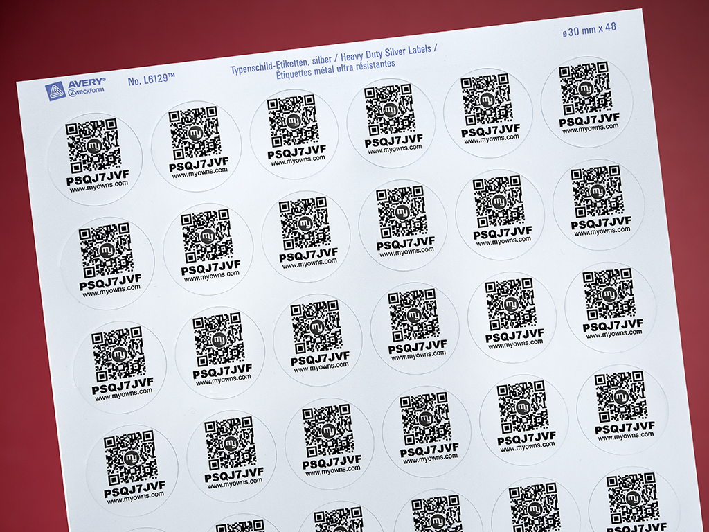 48 pcs. adhesive labels (ROUND, SILVER) - with random code